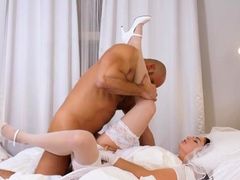 rim4k-chick-cant-wait-wedding-night-so-why-has-sex