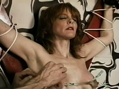 Sweetheart is using a sex-toy for the first time