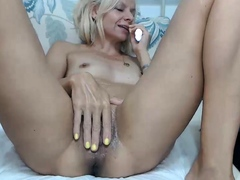 Close up pussy fingering and ass open on webcam