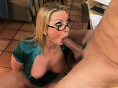 Stupendous floosy gets juicy tits played