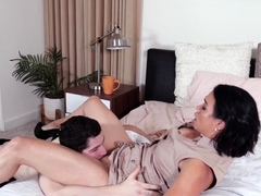 Fingerfucked busty cougar
