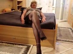 Lamuna macht die Beine breit