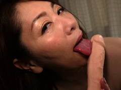 amateur-asian-gf-toying-pussy