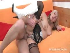 Mature Bitch Taking Teen Pecker In Her Horny Cunt