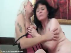 two-mature-lesbian-women-are-kissing-part6